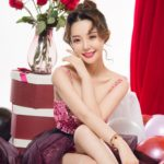 Xinjiang Beauty - Hot sweet physique next to the red rose